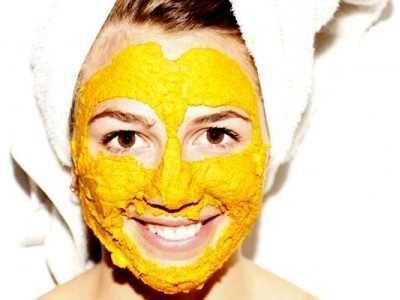 3. Menggunakan Masker Wajah