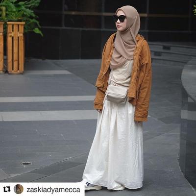 7 Inspirasi Padu Padan Hijab Coklat untuk Acara Hangout Sore Weekend Ini