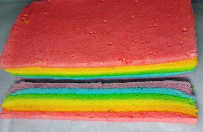 Kue Bolu Kukus Pelangi Siap untuk Disantap!