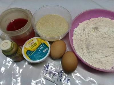 Siapkan Bahan untuk Membuat Kue Bolu Kukus Pelangi Tanpa Santan
