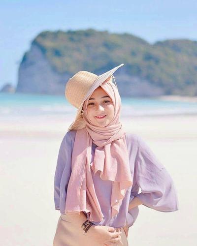 Hijabers, Ini 8 Tips Mix and Match Outfit Warna Ungu untuk Look Sehari-hari!