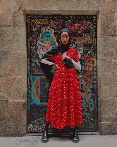 Red Midi Dress Dengan Tangan Pendek
