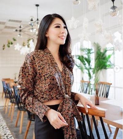 Model Batik Modern Selebgram Ini Cantik Banget, Wajib Dicontek Nih!