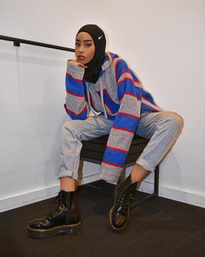 Inspirasi Mix and Match Vintage Style ala Hijabers Asal Toronto Hodan Yousuf, Kece Abis!