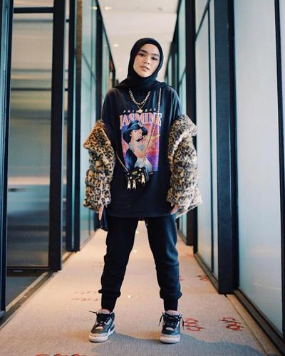 Model Hijab Terbaru dari Para Artis Ini Trendi Banget! Intip Yuk, Penampilan Stylish Mereka di Sini