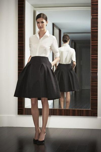 Tips Pakai Baju Warna Putih Polos