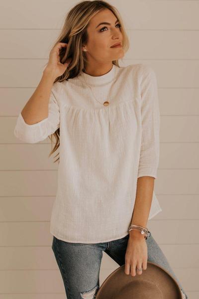 Tips Pakai Baju Warna Putih Tulang