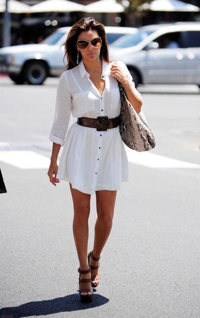 Tips Kelihatan Langsing dengan Baju Warna Putih