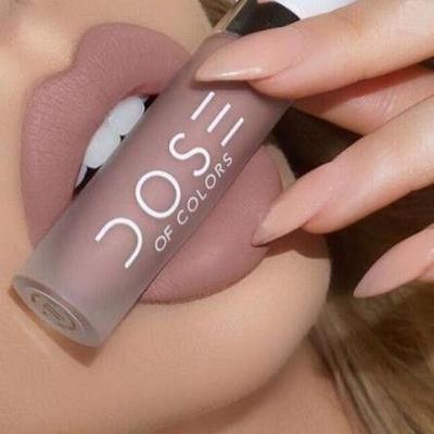 3Aplikasikan Lip cream atau lip gloss