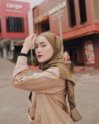 Praktis! Cara Pakai Jilbab Pashmina untuk Pemula Tanpa Banyak Jarum Pentul