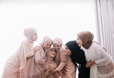 Kekinian Banget, Ini 5 Inspirasi Fashion Kondangan Warna Pastel ala Geng Selebgram