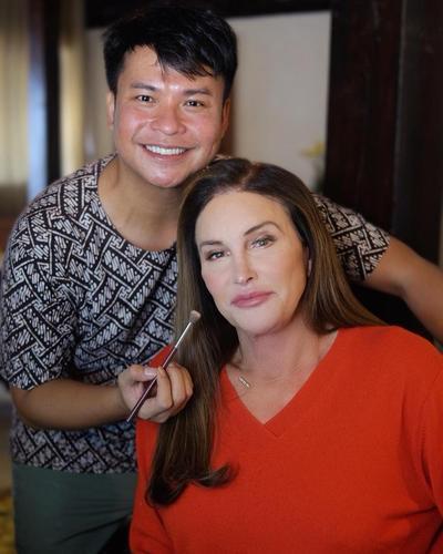 Cara Merias Wajah Ryan Ogilvy untuk Caitlyn Jenner, Sukses Ciptakan Makeup Flawless