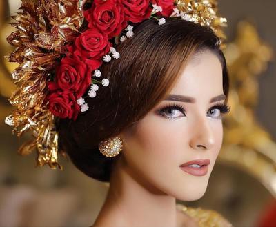 Ingin Merias Wajah Sendiri? Perhatikan 3 Inspirasi Tutorial Make Up Pengantin Ala Beauty Vlogger Ini