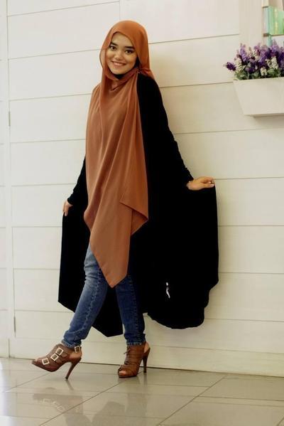 1) Style Hijab Kondangan Model Pashmina Katun