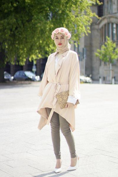 5) Style Hijab Kondangan Model Paris