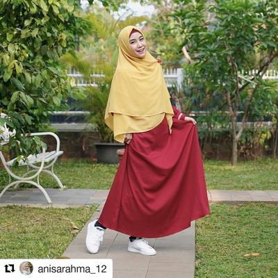 Anisa Rahma Berhijab dalam Padu Padan Warna Merah