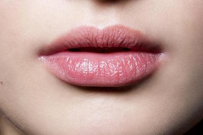 Gunakan Lip Balm Sebelum Makeup