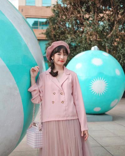 5 Style Fashion Warna Peach ala Selebgram Hits untuk Maniskan Valentine-mu!