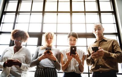 Kecanduan Media Sosial Bahaya Ladies! Yuk, Sejekan Detox dan Ikuti Tips Ini