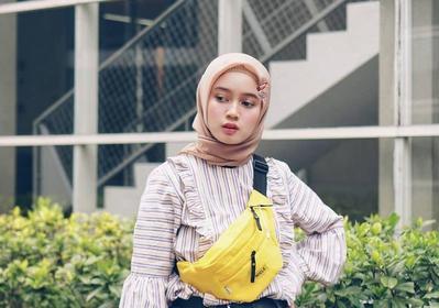 Anti Mainstream! 5 Style Hijab Jepit Rambut ala Asri Ismaya Ini Wajib Banget Dicoba