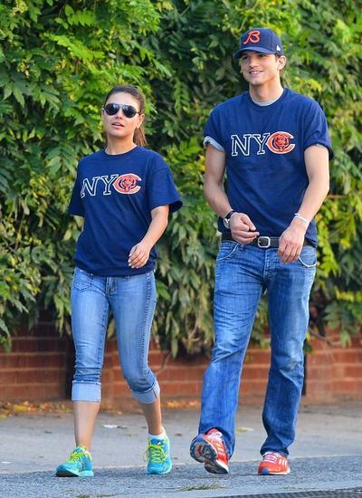 Menarik dan Serasi! Ini Gaya Pasangan Artis Hollywood Saat Mengenakan Outfit Kembaran