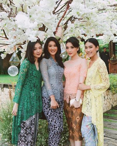 Model Baju Kebaya Brokat Cantik Ini Cocok Banget untuk Wisuda, Ladies! Yuk, Intip Inspirasinya di Sini!