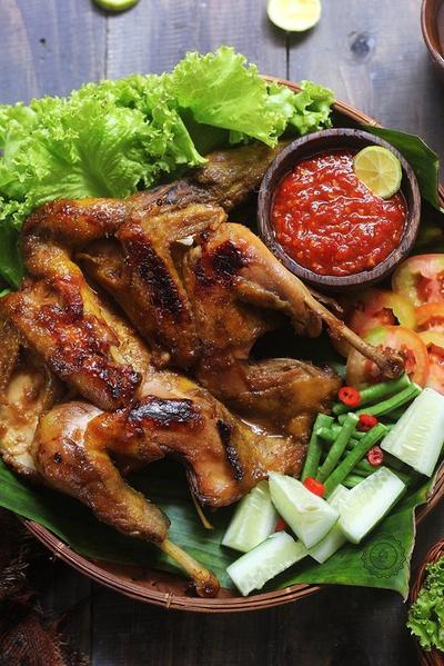 Wah, Ayam Bakar Lezat ala Restoran Ini Bisa Kamu Bikin Sendiri di Rumah, Lho! Ini Dia Rahasianya!