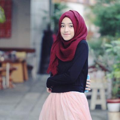 [FORUM] Waduh, pake jilbab tapi kok bajunya ketat banget...