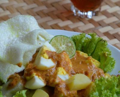 5 Kuliner Khas Jawa Barat yang Disajikan dengan Siraman Saus Kacang, Lezat!
