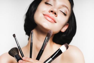 Jangan Bilang Makeup Enthuasiast, Kalau Belum Tau 8 Kuas Makeup Mata dan Fungsinya Ini