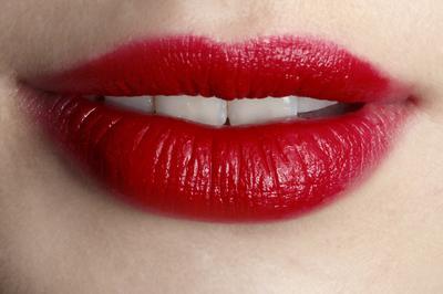 [FORUM] Kenapa ya lipstick merah identik dengan menor???