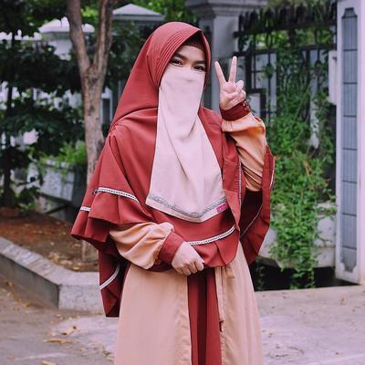 Satu Setelan Hijab, Gamis dan Cadar Bisa Jadi Pilihan untuk Tampil Lebih Anggun