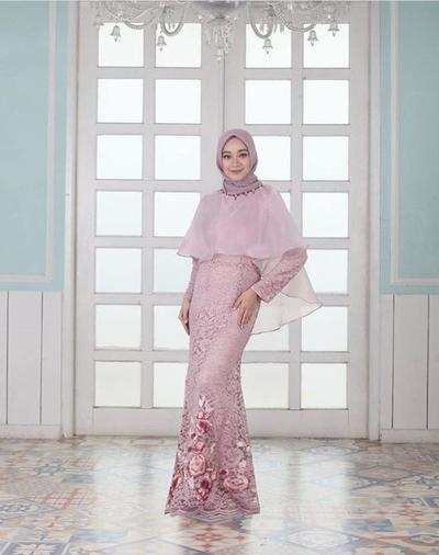 Wah Dress Brokat Modern Dengan Hijab Benar Benar Kece Buat