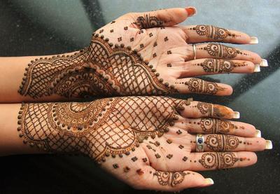 [FORUM] Suka liat orang nikahan pake henna. Wajib atau gimana sih?
