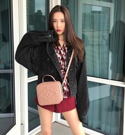 Santai Tapi Tetap Fashionable, Look ala Idol Korea Ini Wajib Dicontek!