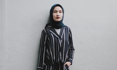 5 Gaya Hijabers yang On Point dengan Outfit Stripes Kekinian
