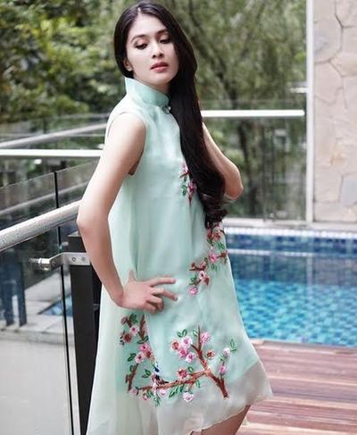 2. Dress Warna Mint juga Nampak Manis