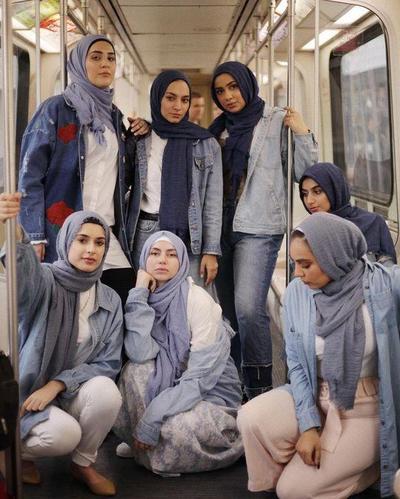 Mau OOTD HIjab Makin Kece Pakai Jaket Denim? Contek Inspirasi Mix and Match dari Para Influencer