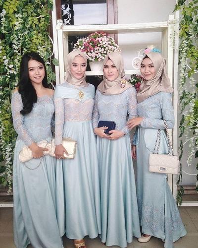 Model Kebaya Gaun Panjang