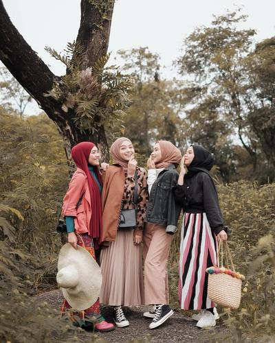 Cocok Banget Buat #OOTD dan Hang Out! Cek Yuk Sederet Model Baju Muslim Remaja Kekinian Ini!