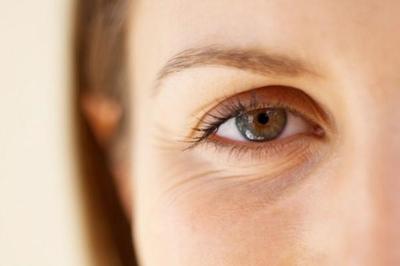 Selain Kosmetik, Ini 4 Cara Menghilangkan Kerutan di Bawah Mata dengan Bahan Alami