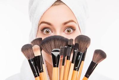 Penting Ladies! Cara Mencuci Kuas Make Up Agar Tetap Awet Ini Perlu Kamu Ikuti