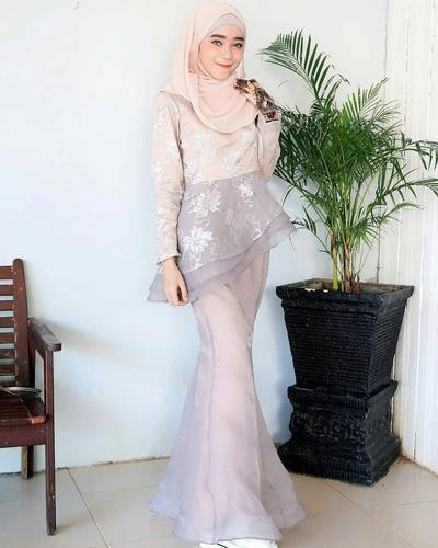 4. Kebaya Muslim Model Mermaid (Putri Duyung)