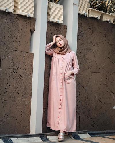 4. Buat bagian atas hijab mu berbentuk runcing