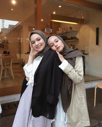 Trik Biar Gak 'Tenggelam' Pakai Busana Oversized ala Hijabers