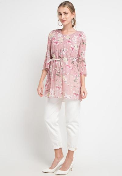1. Blouse Warna Peach Pink Floral
