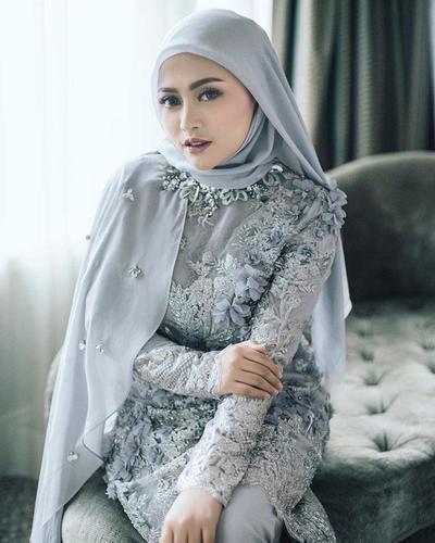 Mau Tampil Anggun dengan Kebaya? Intip Inspirasi Para Selebgram Hijab Ini!