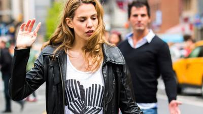 4 Cara Move On dari Pacar yang Selingkuh, Ikhlasin Aja Ladies!