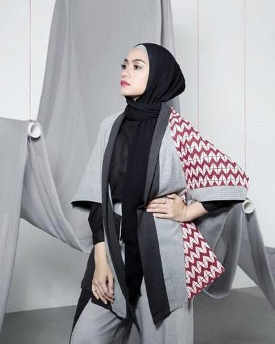 Cantik Padu Padan Outer Batik Ini Bikin Penampilan Hijabers Tambah