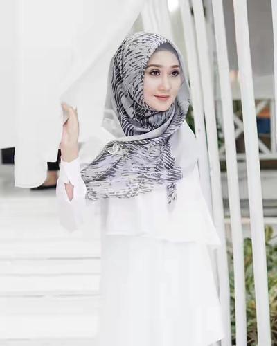 Artis dan Desainer Ini Punya Online Shop Hijab yang Kece Abis, Siapa Aja ya?